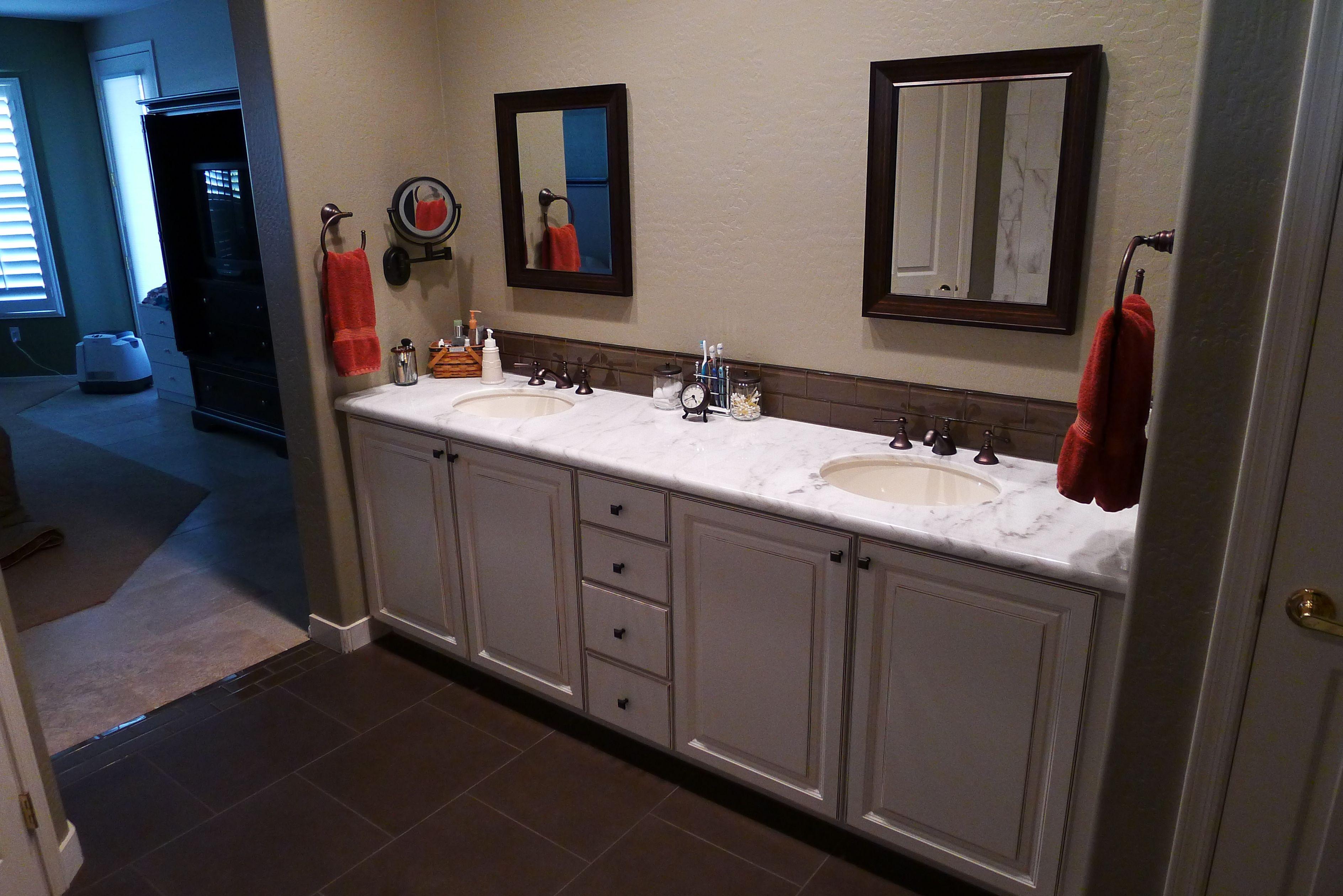 Wellborn Cabinets, Belmont Door Style · Wellborn CabinetsBathrooms