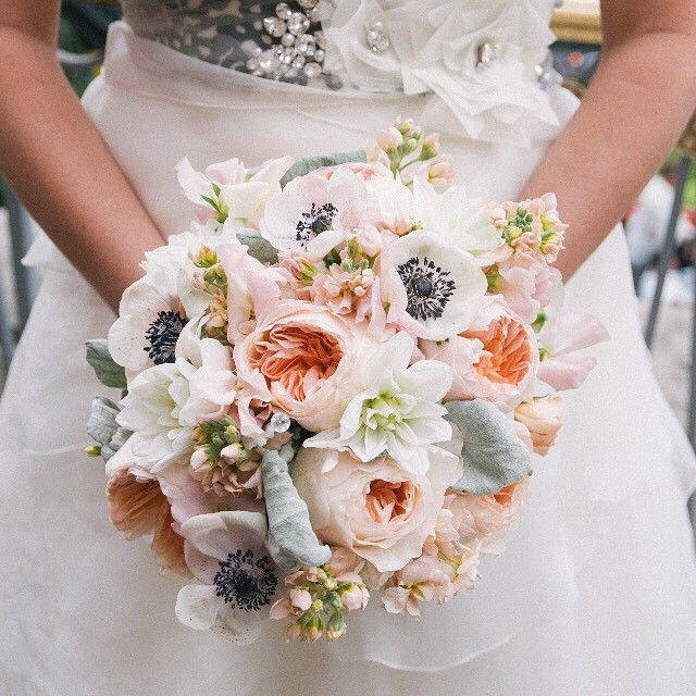 Wedding Flower Costs Estimator: Did You Know... You Can Have A Gorgeous Bouquet Without