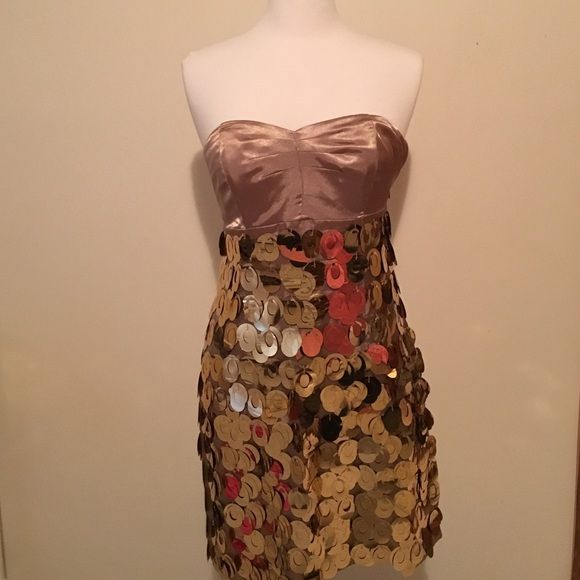 Gorgeous eyes champagne and gold express dress Gorgeous champagne and gold strapless express short dress, also has straps that are attachable in case your not the strapless type. Has hanging gold mirrored pieces on skirt. Never been worn, and in perfect condition. Size: 8 Express Dresses Strapless