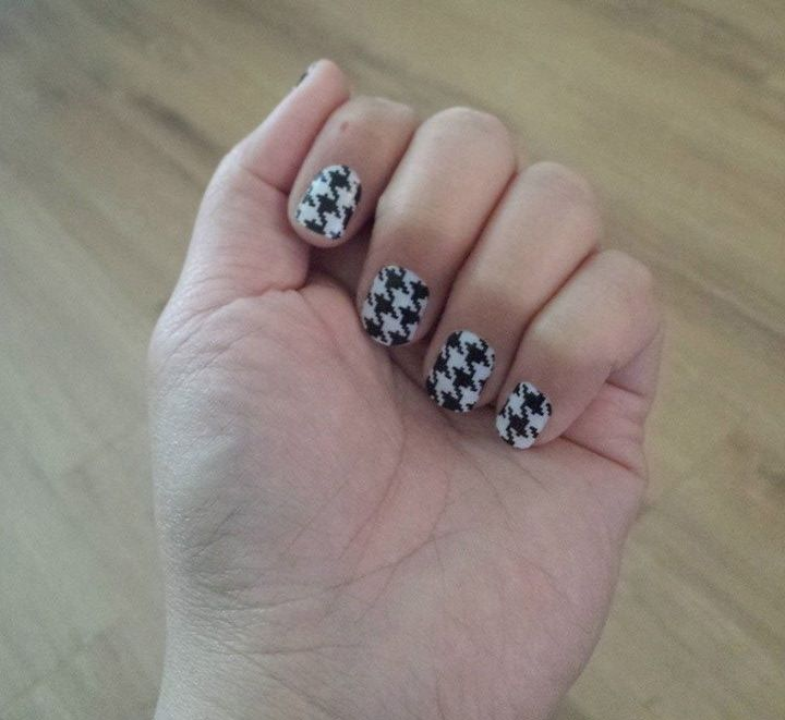 color: digihoundstooth. #JamberryNails #Jamberry #NailArt #NailWraps #Houndstooth #BlackAndWhite You can order these or check out all the other fun designs at http://scschmickle.jamberrynails.net