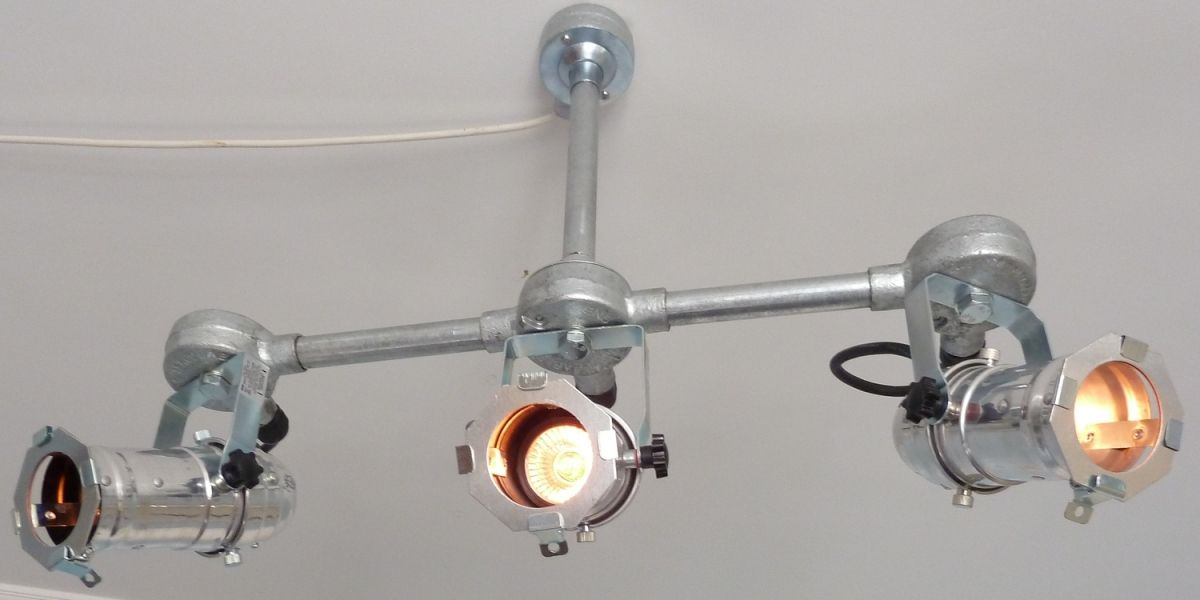 Theatre Style Triple Spot Lamps These Stunning Stage Spotlamps Bring A Touch Of Theatrical To Any Room 180