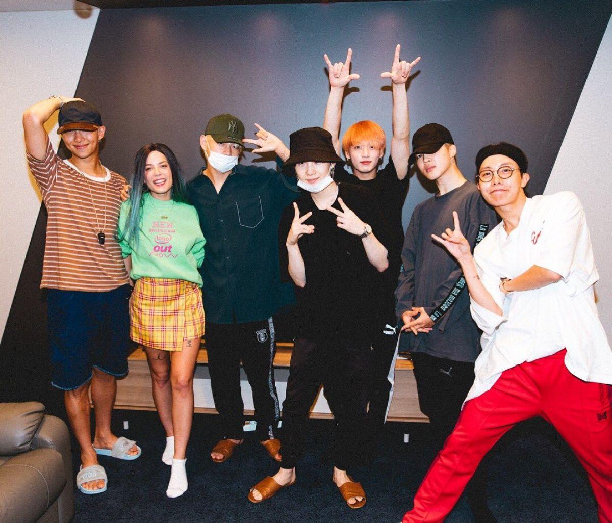 Halsey Meets Up With Bts Backstage In South Korea Halsey Bts Boys Bangtan