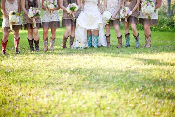Texas Hill Country Rustic Barn Wedding | Novias, Botas y Campo