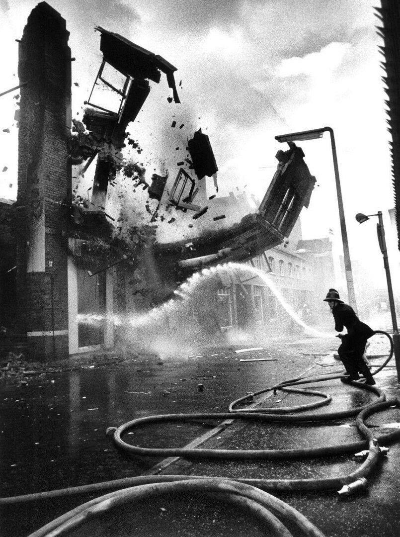 Обрушение здания в Белфасте в результате пожара ...