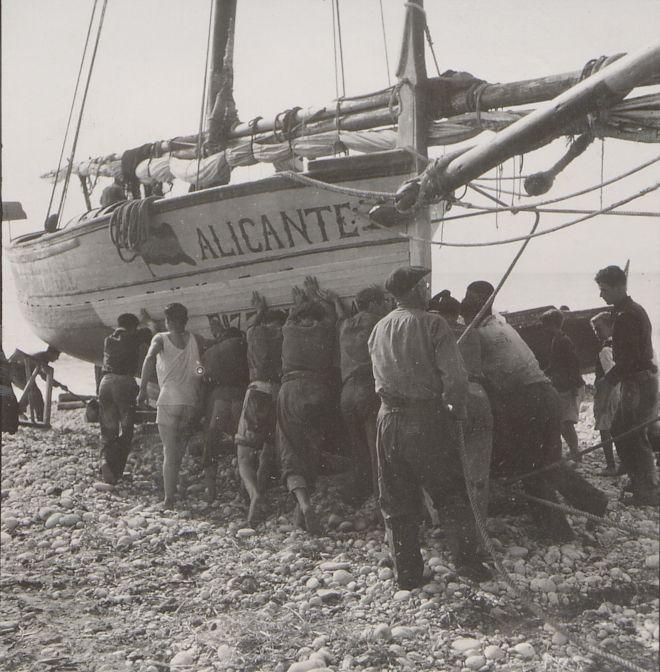 Botando El Alicante Construido En Los Astilleros Campelleros
