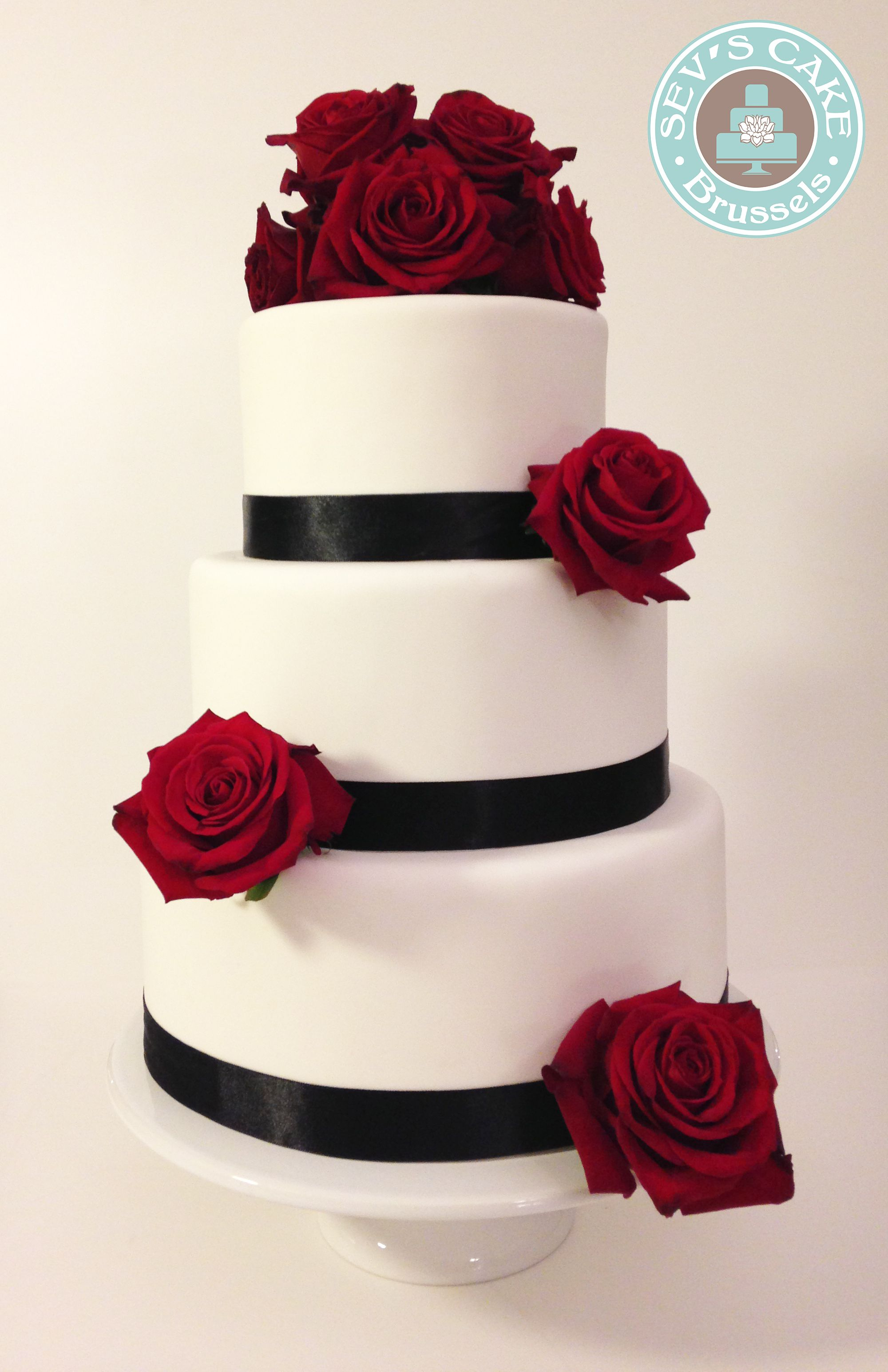 Black And White Rond Cake