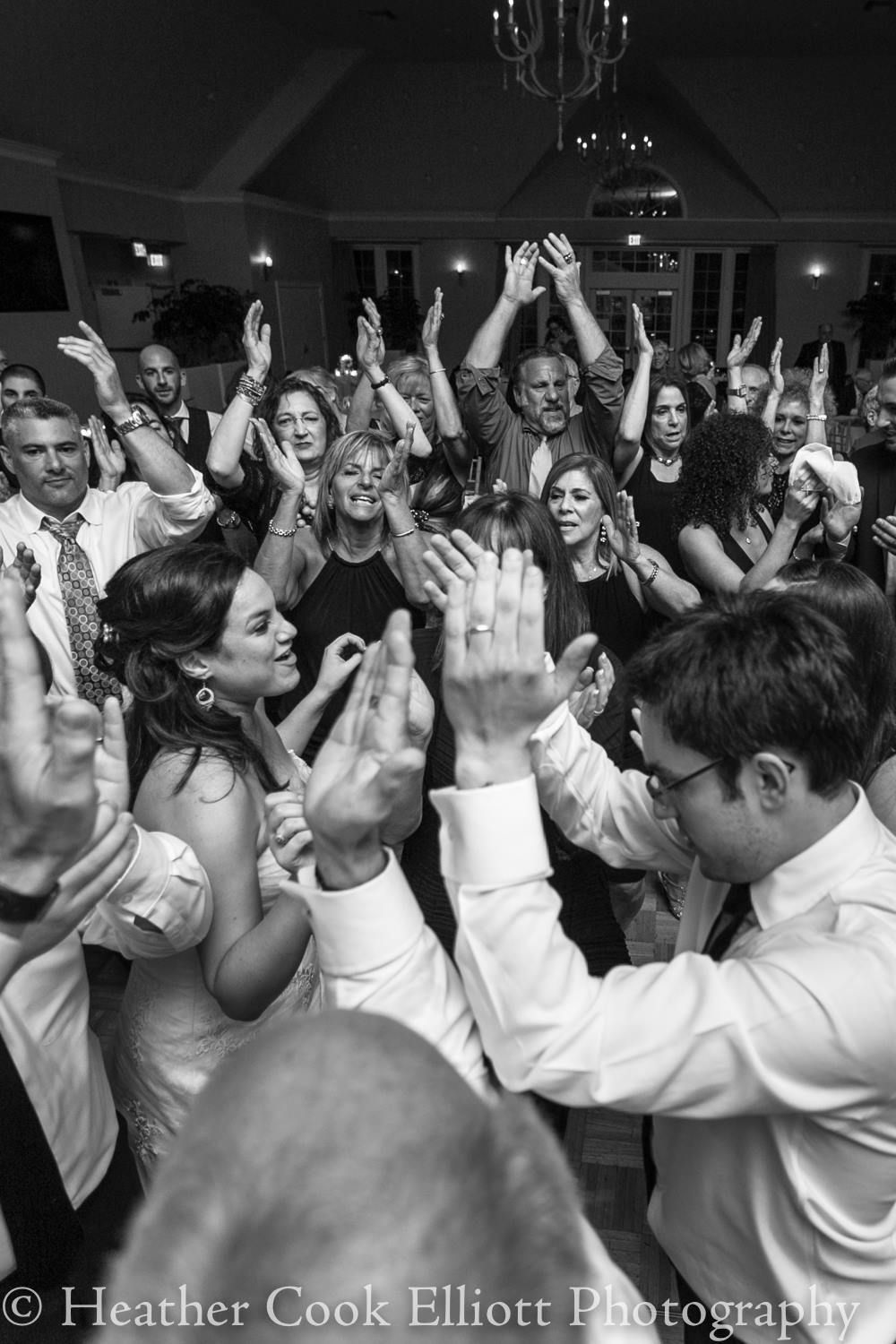 Crowded Dance Floor Makes For Great Wedding Receptions In Chicago Chicagoweddingband