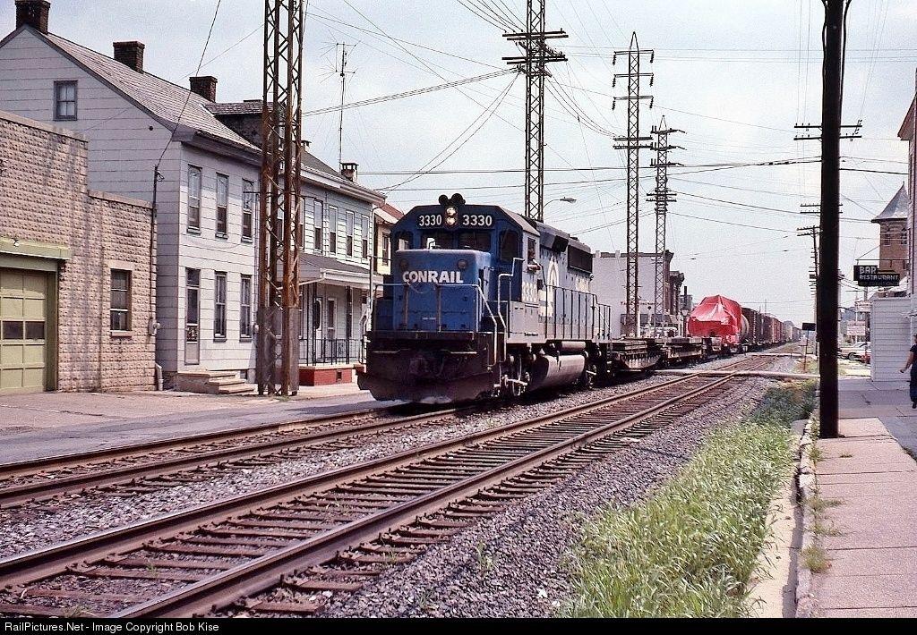 RailPictures.Net Photo: CR 3330 Conrail EMD GP40-2 at Lebanon, Pennsylvania by Bob Kise