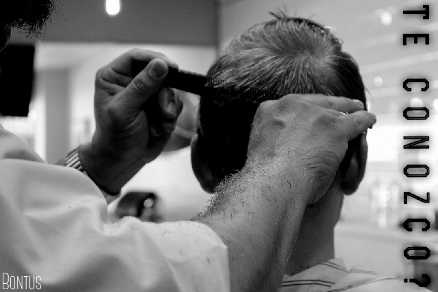 """Juguemos al """"Te Conozco""""! Si fueras peluquero y viene a atenderse con vos tu peor enemigo: A)Le hacés el mejor corte para que vea lo bueno que sos B)Le dejás la cabeza verde C)Te negás a atenderlo D)Lo atendés pero le cobrás el doble E)Aprovechás para solucionar sus diferencias"""