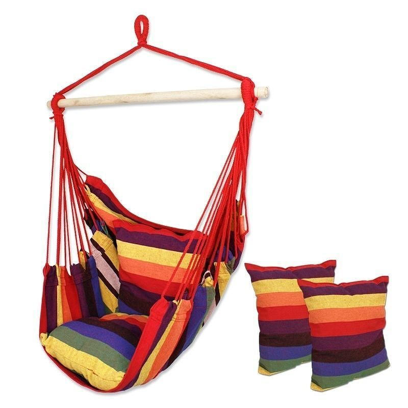 The days of summer lounging are among us and what perfect way to do so than in this comfy hanging hammock chair #summer #hammock