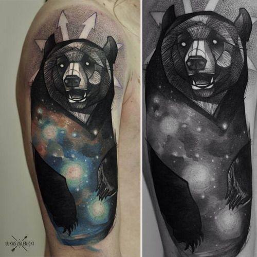 Tatuaje De Un Oso Galáctico De Estilo Sketch Situado En El Brazo