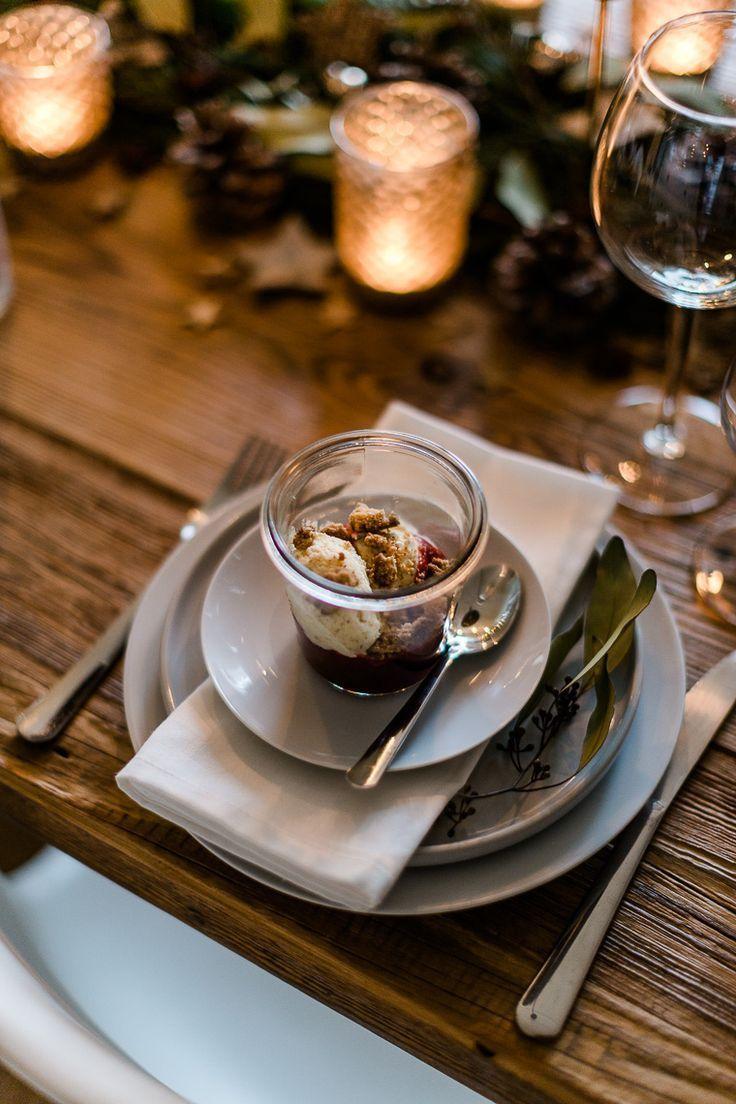 Weihnachtliches Dessert {Vanillekipferl Parfait mit Glühweinkirschen und Mandelcrunch}