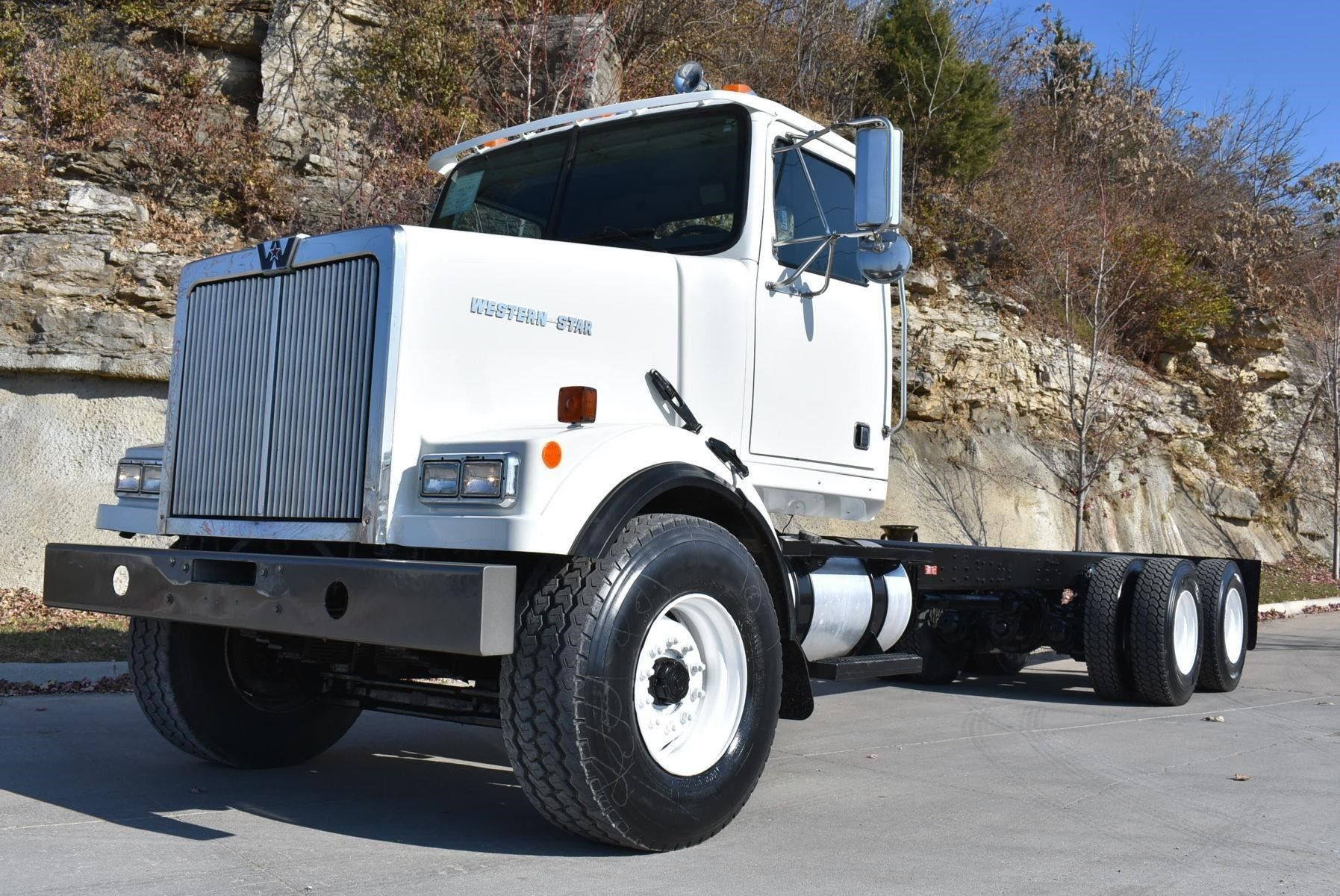 2001 Western Star 4864fx Cab And Chassis Trucks For Sale Auction