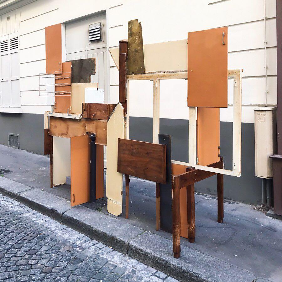 Art Dans La Rue Ou Comment Faire Du Beau Avec Les Encombrants Jetes Dans La Rue Decor Room Divider Sculpture