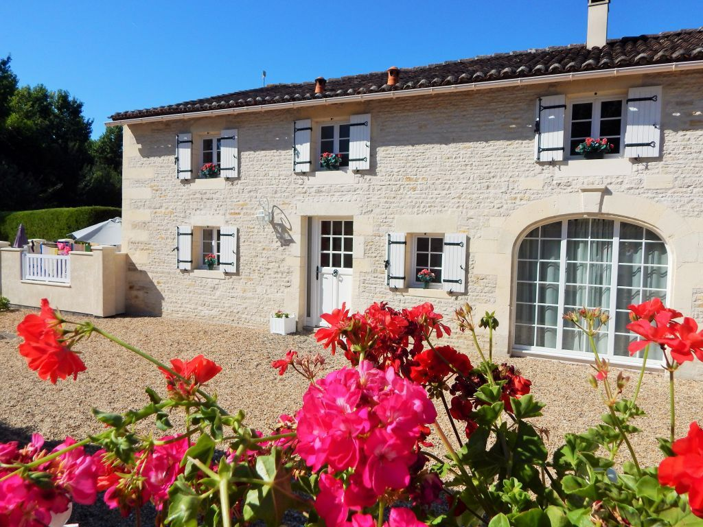 Maison Cerisier Amazing Late Deal 25 Off 22nd 29th June At 4 Charente Gite Beautiful 2 Bed Gite Amongst Viney Cottages With Pools Summer House Cottage