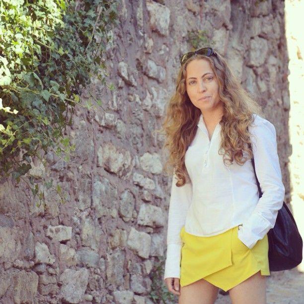 Today on www.ideassoneventos.com  #ideassoneventos #imagenpersonal #imagen #moda #ropa #looks #vestir #fashion #outfit #ootd #style #tendencias #fashionblogger #personalshopper #blogger #me #streetstyle #postdeldía #blogsdemoda #instafashion #instastyle #instalife #instagood #instamoments #job #myjob #currentlywearing #clothes #casuallook #yellowskirt