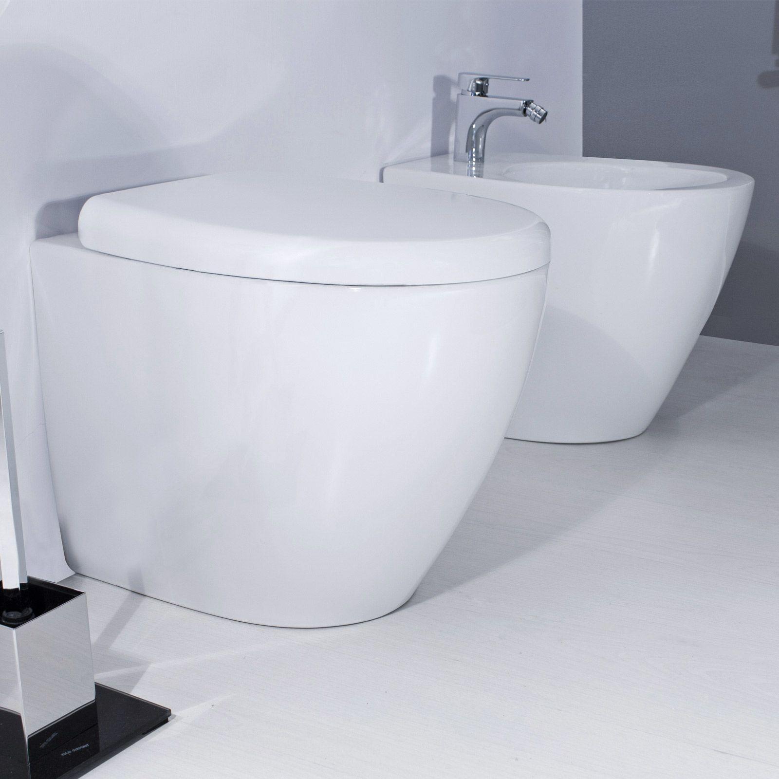 Ceramica Sanitaria Del Mediterraneo.Sanitari Filo Muro In Ceramica Wc E Bidet Dal Design Moderno