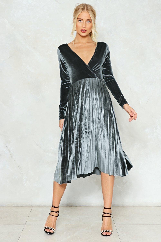 Behind Their Back Velvet Dress | Short prom dresses, Short prom and ...