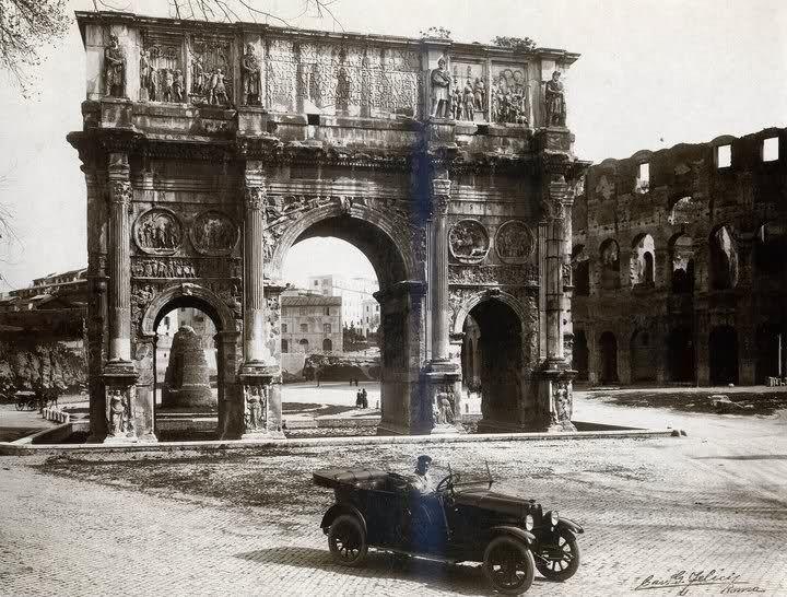 ROMA a scomparsa Meta Sudans fa capolino dietro all'Arco... anni '20