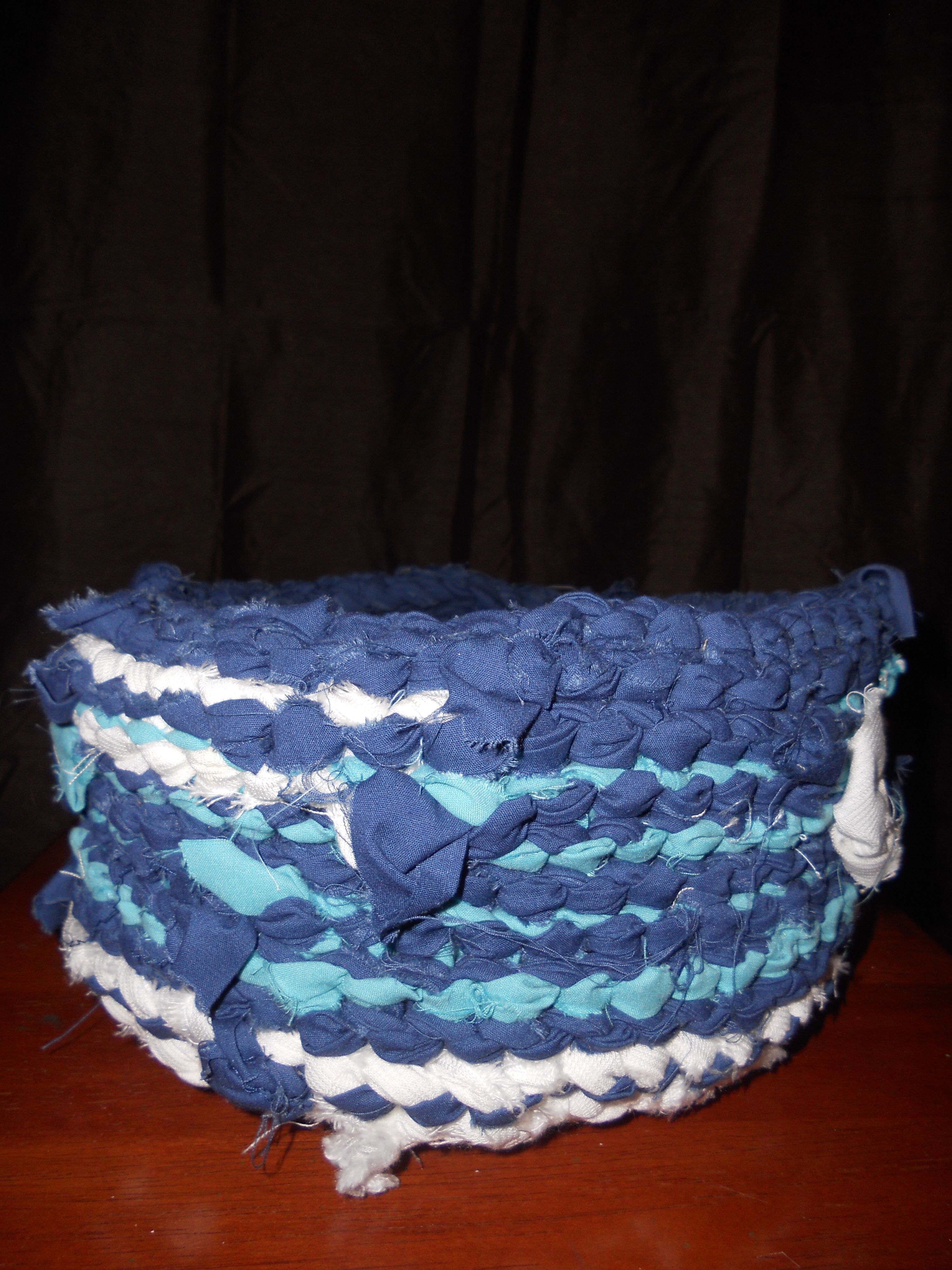 Casual large size casserole cover made from various cotton sheeting. Slight stretch in weave allows for easier on/off maneuvering.