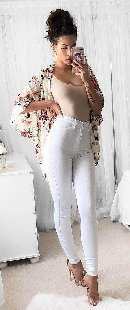 Hermosa teen en jeans con la espalda baja descubierta - 2 5