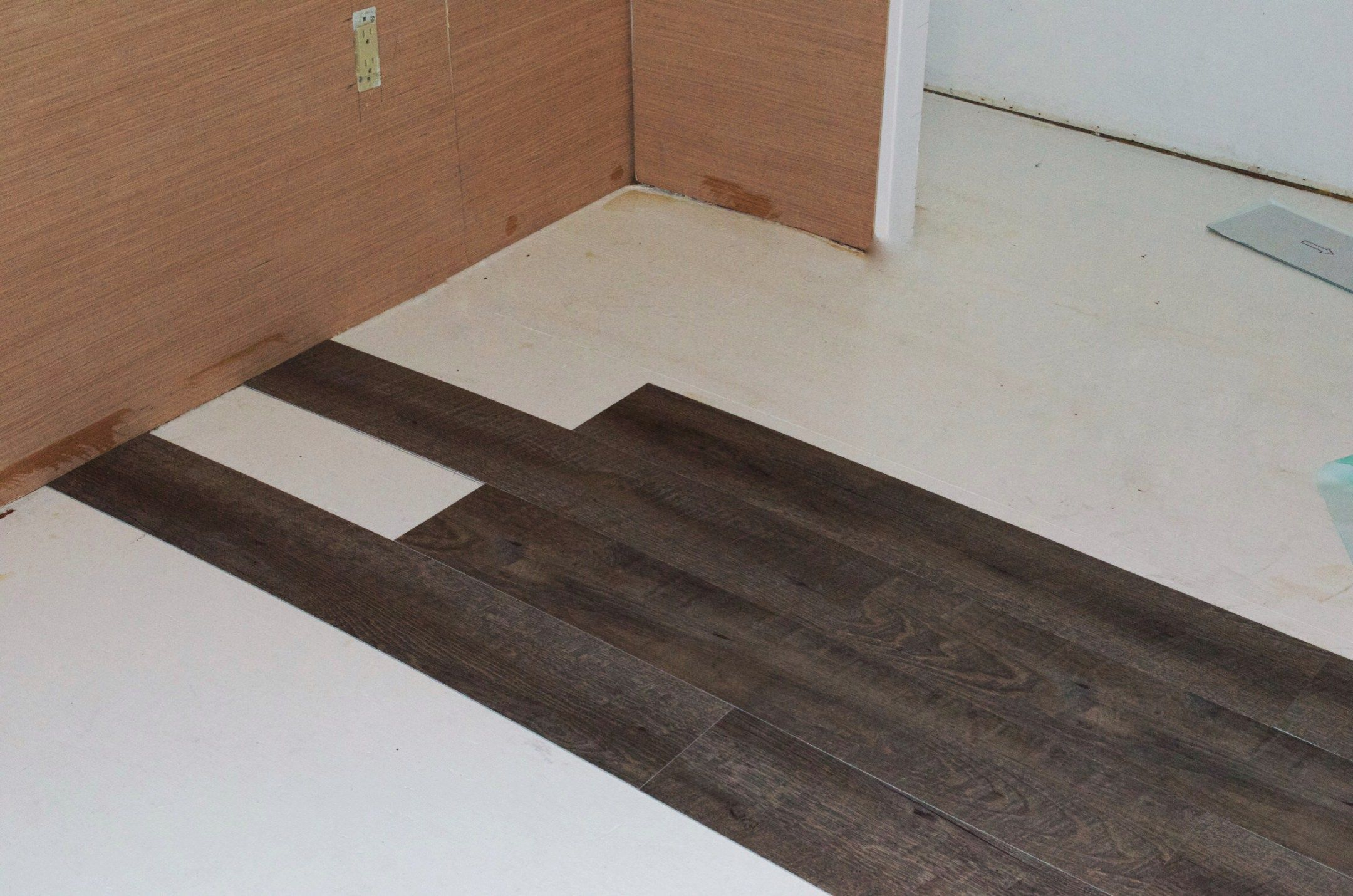 How To Easily Lay Peel And Stick Wood Effect Tiles Wood