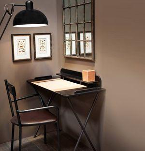 bureau en bois et m tal noir boss c t table meubles industriels pinterest bureau en bois. Black Bedroom Furniture Sets. Home Design Ideas