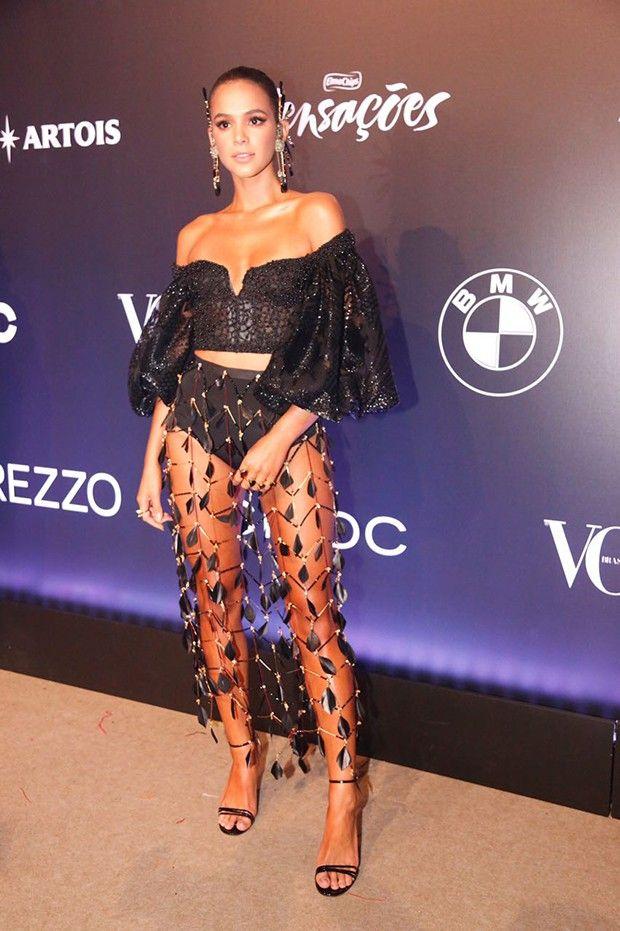 09fa55ddfdb8d Bruna Marquezine, Baile Vogue 2018, veste Helô Rocha para Le Lis Blanc.