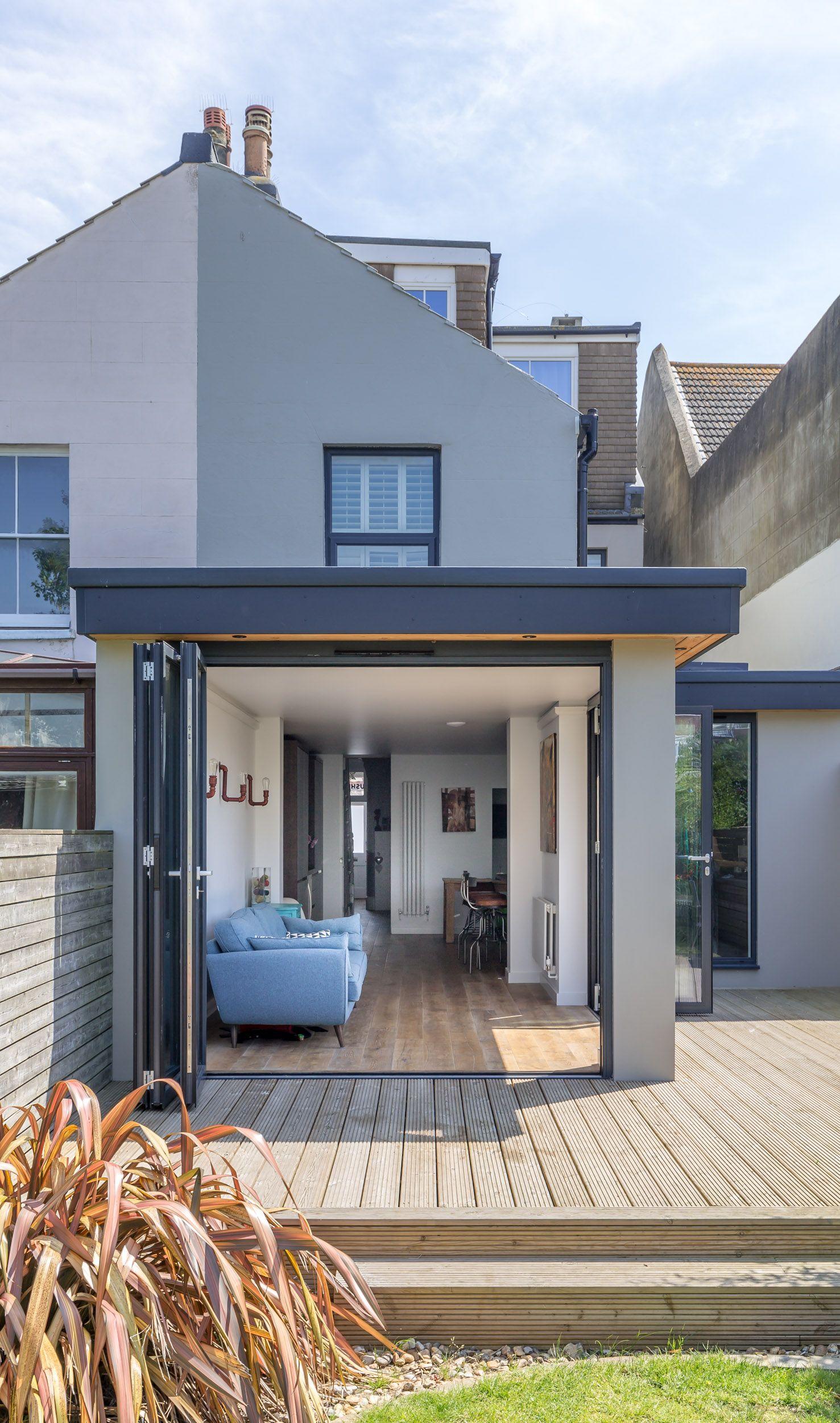 Modern flat roof corner opening timber decking for Modern roof