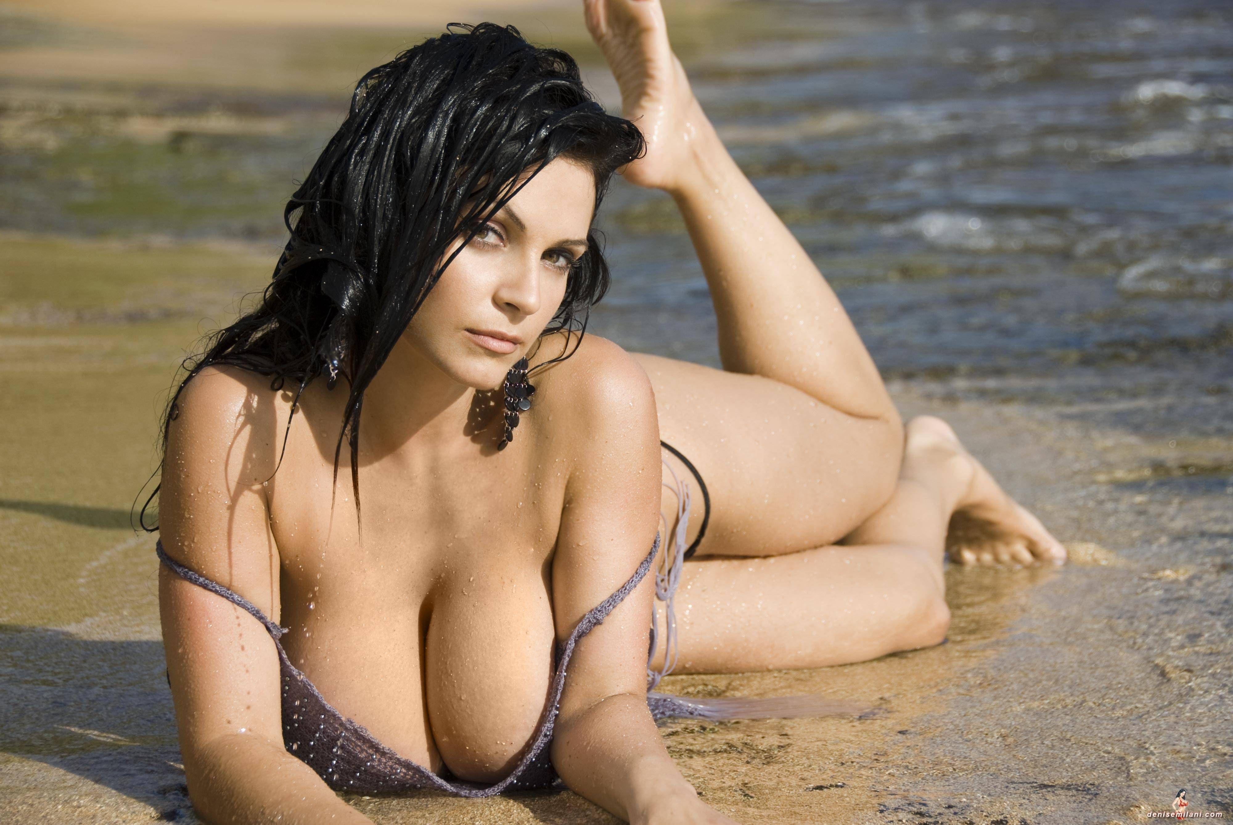 Nude female eye candy