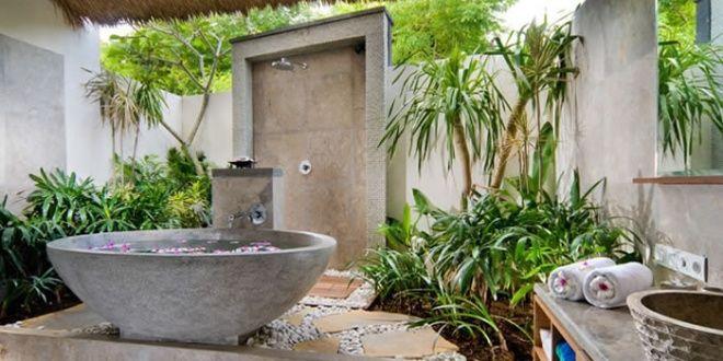 Badezimmer Ohne Fliesen Im Außenbereich Mit Freistender Badewanne - Stein fliesen für aussenbereich