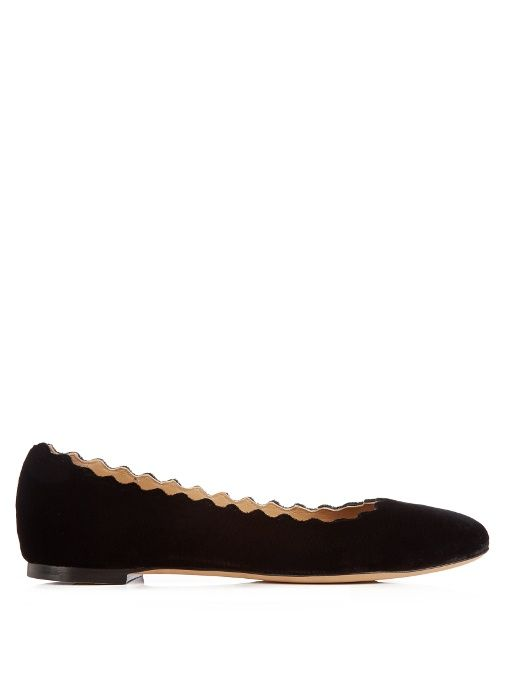 CHLOÉ Lauren scallop-edged velvet flats. #chloé #shoes #flats