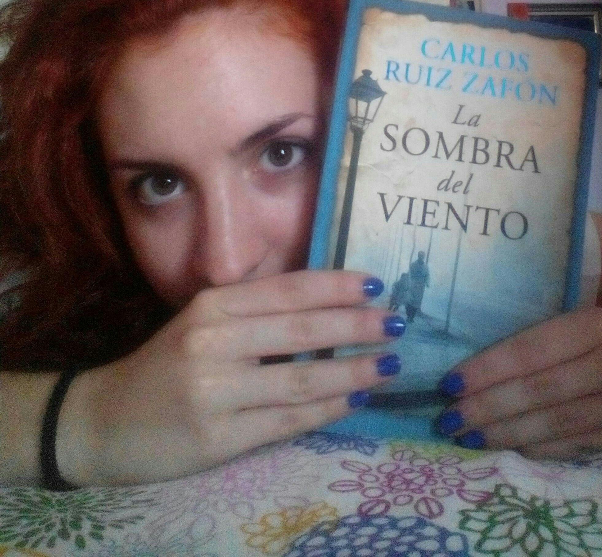 """Recomiendo """"La sombra del viento"""" por la intriga, el misterio y los secretos que contienen sus páginas. (Nº6)"""