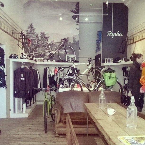 Lovely cafe/bike shop/exhibition space #rondebike #coffee #stockbridgeedinburgh #Stockbridge #Edinburgh #Scotland