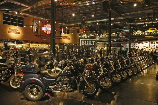 Harley Davidson Dealers Are The Best When It Comes To Treating Motorcycle Shoppers Bmw And Ducati Come Next Ave