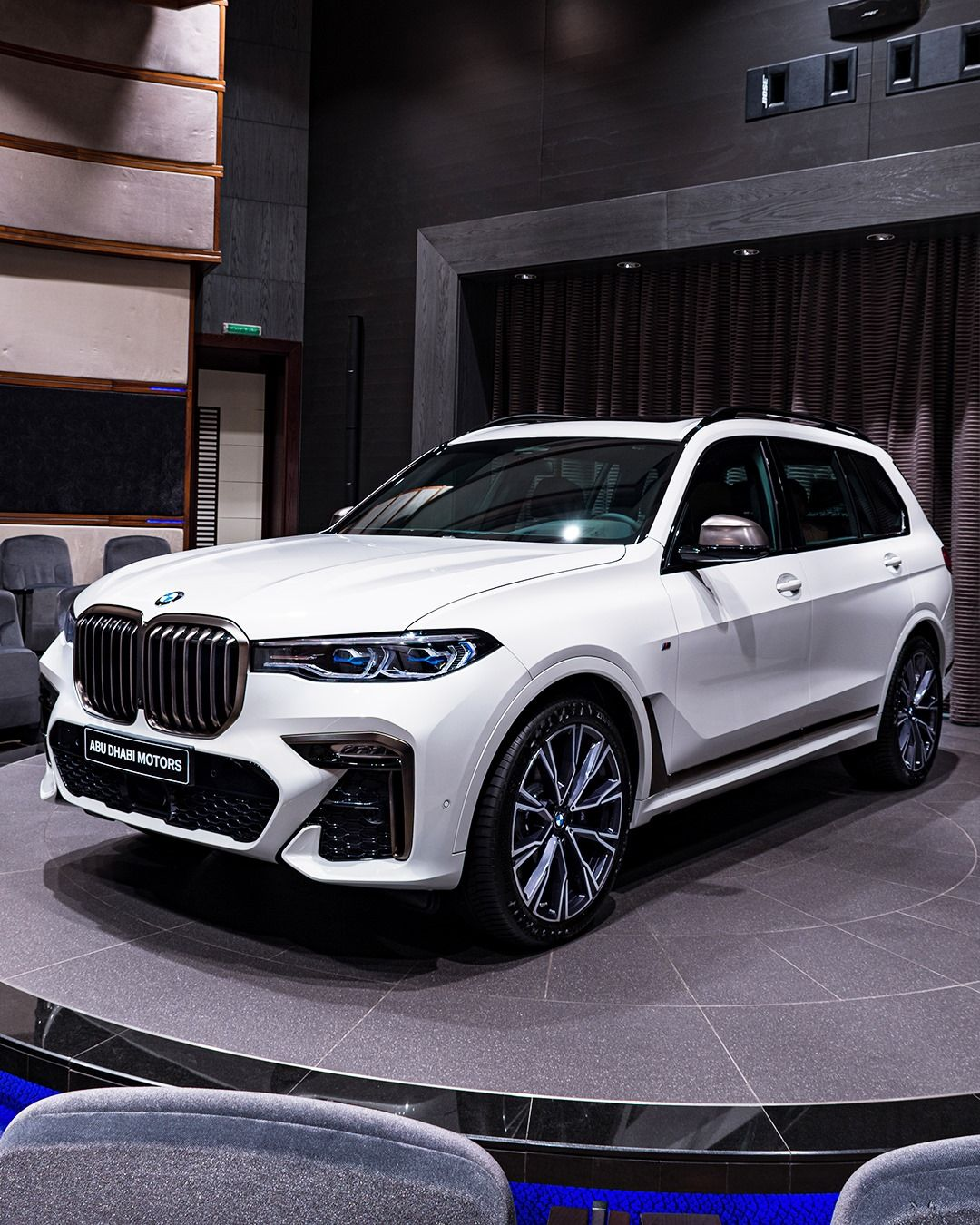 Car And Driver Puts Bmw X7 Against Mercedes Benz Gls Class In 2020 Bmw X7 Bmw Mercedes Benz