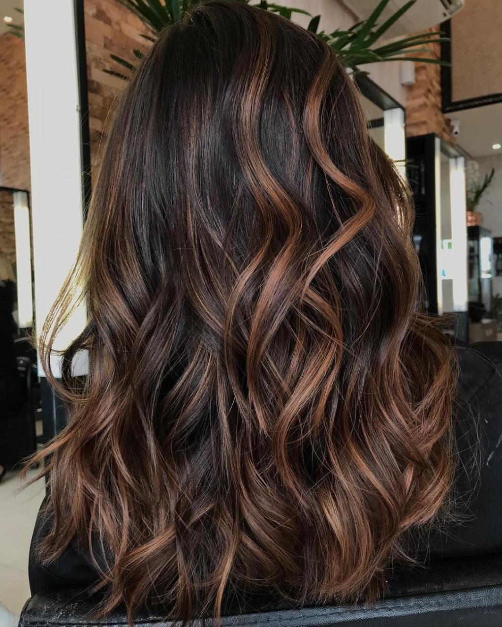 60 Hairstyles Featuring Dark Brown Hair With Highlights Braune Haare Frisuren Haare Mit Highlights Dunkelbraune Haare
