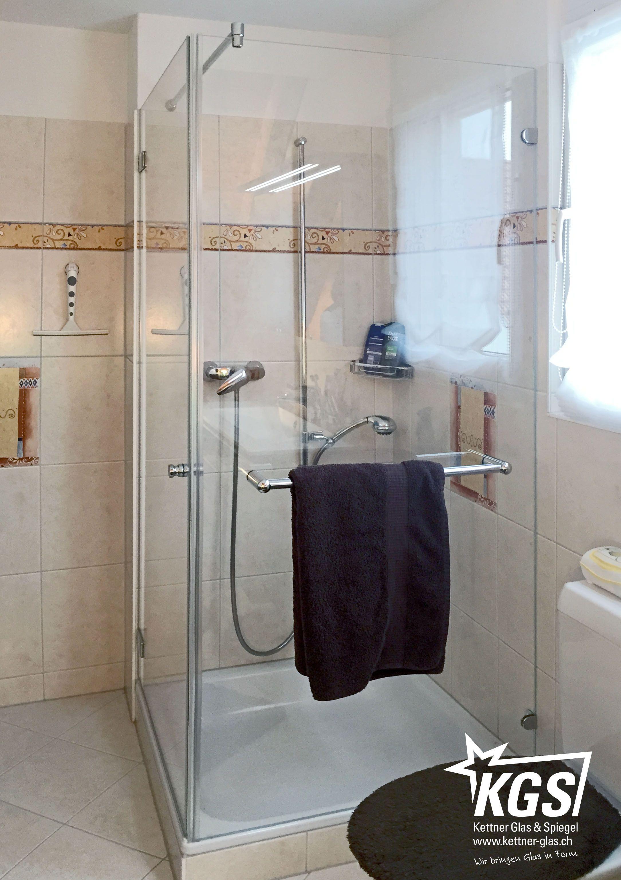 Ganzglasduschkabine Als Ecklosung Aus Diamant Glas Und Magnetdichtungen Schlichten Beschlagen Stabilisationsstange Und Handtuc Dusche Duschkabine Glasduschen