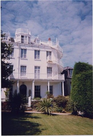 guernesey hauteville house maison d 39 exil de victor hugo victor hugo pinterest guernesey. Black Bedroom Furniture Sets. Home Design Ideas