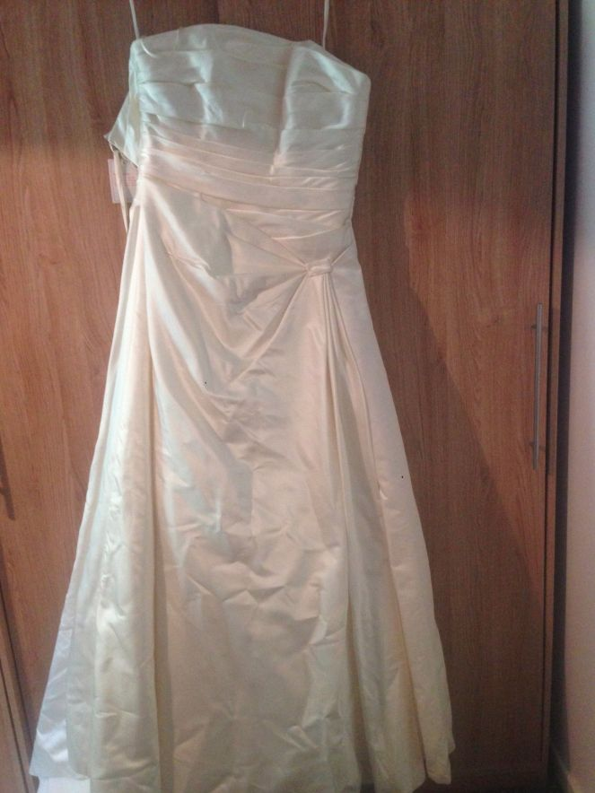Sale wedding dresses at affordable prices, our designer ex sample.