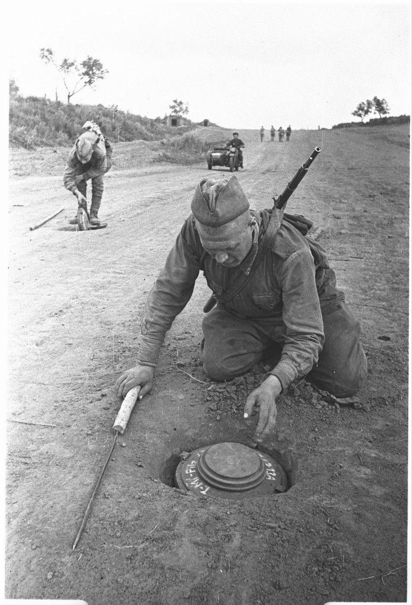Des-sembrando muerte.  Soldados del ejército soviético durante la Segunda Guerra Mund