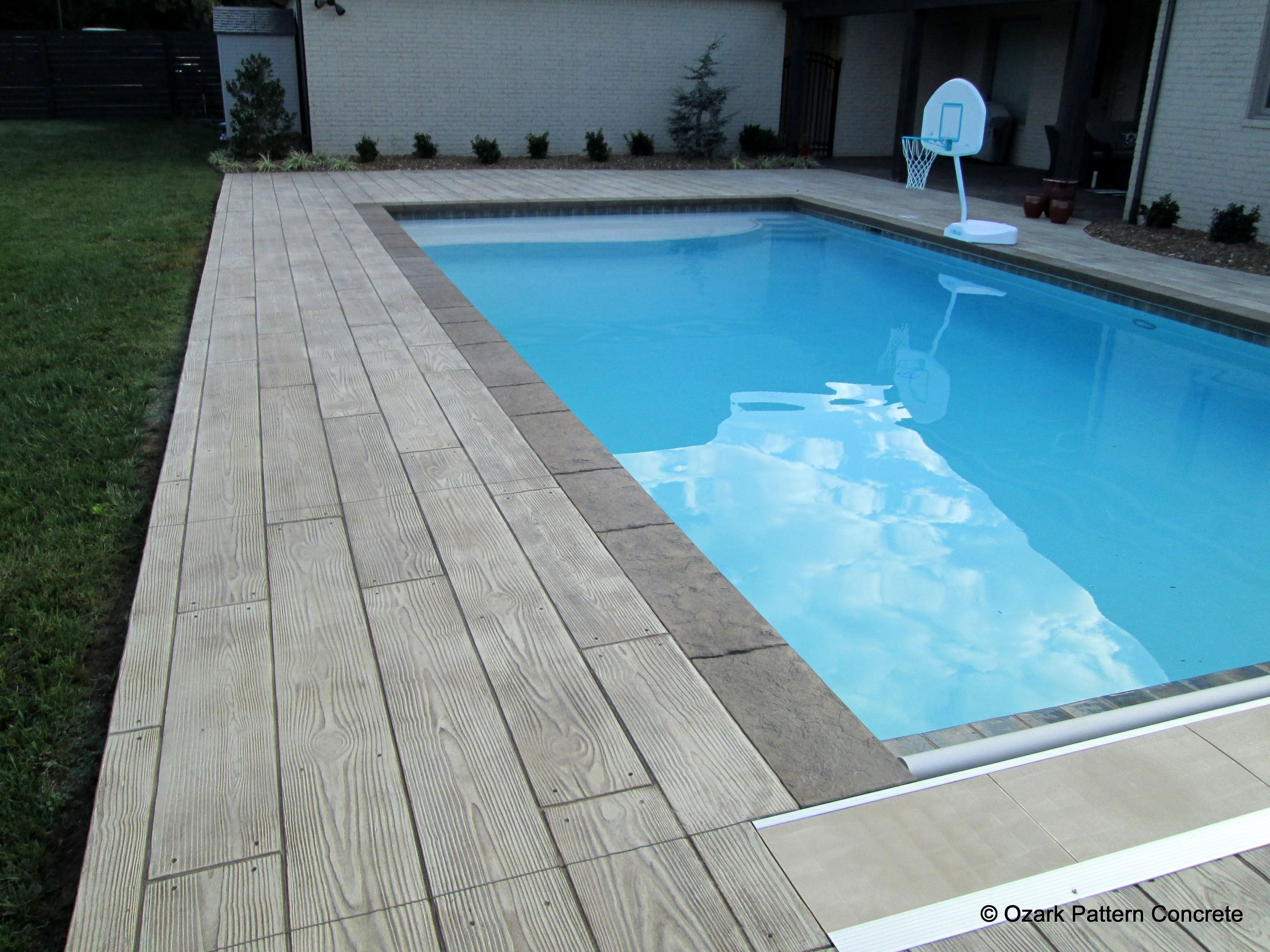 Concrete Pool Deck In Wood Board Pattern With Contrasting Concrete Pool Coping Pool Deck Ideas Inground Pool Patio Wood Pool Deck