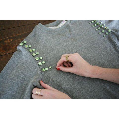 » 3 ways to refashion a SweaterDIY Clothes