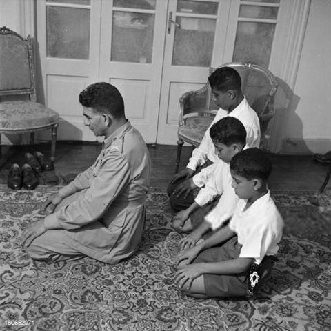 الرئيس محمد نجيب مع أبنائه فاروق و علي و يوسف سنة 1953 President Of Egypt Old Egypt Egypt