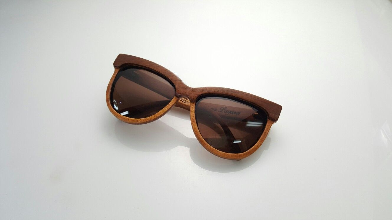 4822a3f638 Raw Eyewear wooden sunglasses handcrafted in Puerto Rico with local woods  Modelo Mercedita Madera Caoba Rojiza Lente Brown