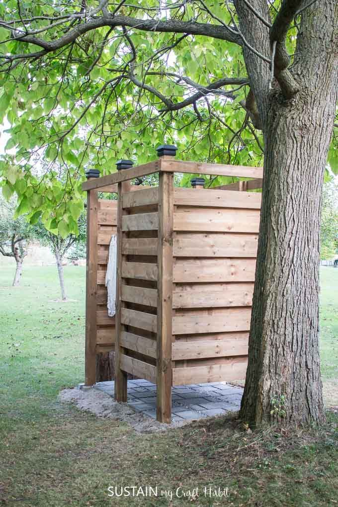 Keep The Sand Out Of The Cottage With An Outdoor Shower Learn How To Build Your Own With This Outdoor Shower Enclosure Outdoor Shower Diy Outdoor Solar Shower