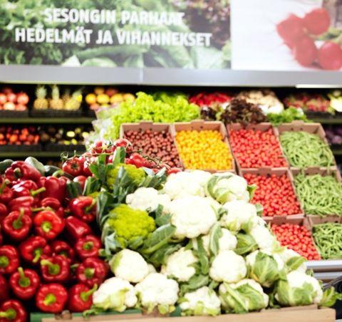 K-ruokakaupoista löydät sesongin parhaat hedelmät ja vihannekset (hevi). K-kauppiaat huolehtivat, että satokauden ajankohtaiset tuotteet on sijoitettu keskeisille paikoille. Perustarjonnan lisäksi löydät eksoottisemmat tuotteet, uutuudet sekä paikallisesti ja luonnonmukaisesti kasvatetut tuotteet.