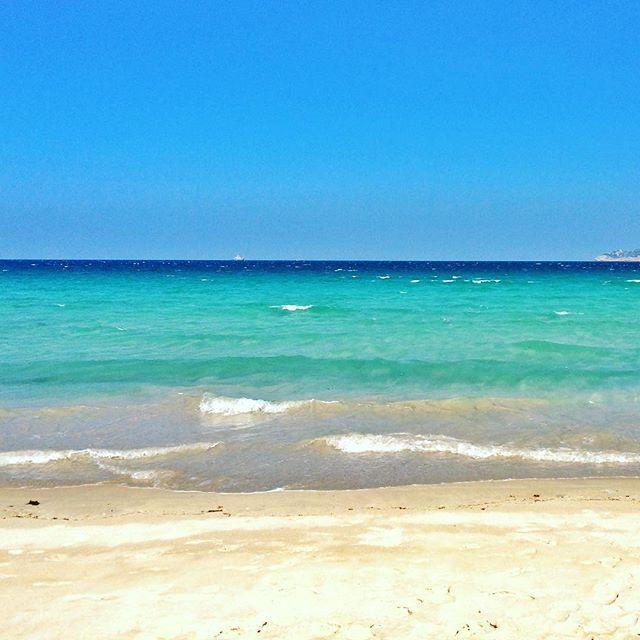 Uma praia dessas é só tinha eu. Esse mundo é estranho.  / There was only me in this beach. Strange world we live in. #bythebeach #strangeworld #binhtien #vietnã
