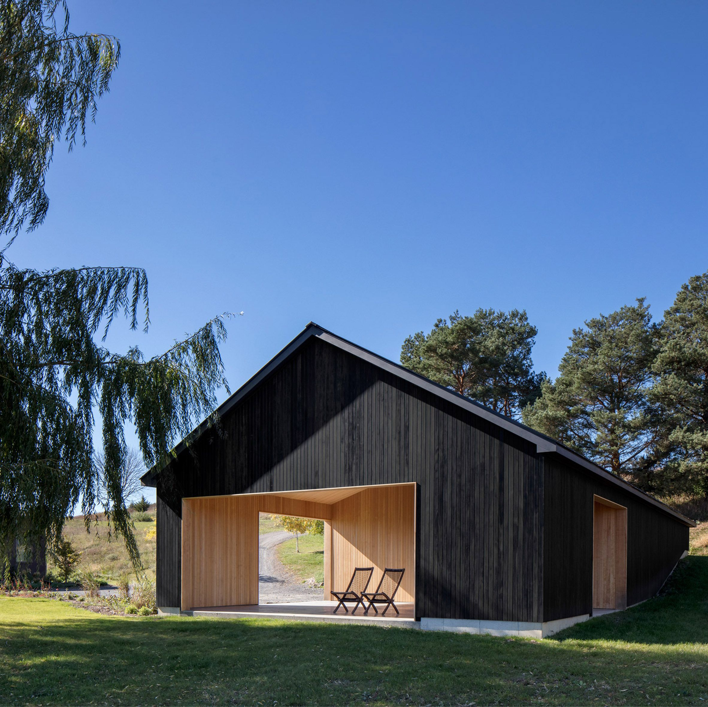 Worrell Yeung Adds Minimalist Black Barn To Property In