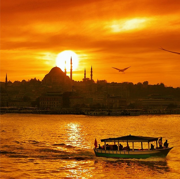 Close your eyes… The Golden Horn will awaken your senses. Echoes of the call to prayer blending with the sounds of gentle waves... Lingering scents of freshly roasted Turkish coffee... The serenely setting sun. Whatever you do, İstanbul will find a way to amaze you. Be our guest and discover Turkey.